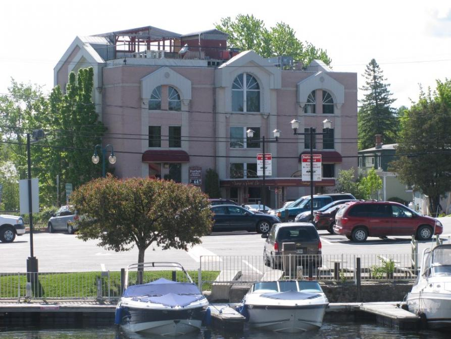 Grand Lac Hotel: Marina, Parc, Bicycle trail, Terrasse on top of the hotel facing the Memphrémagog lake,