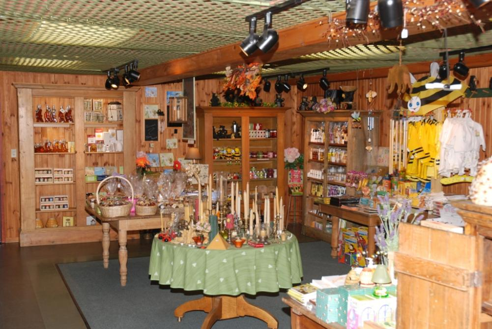 Boutique: Gift shop Open year-round