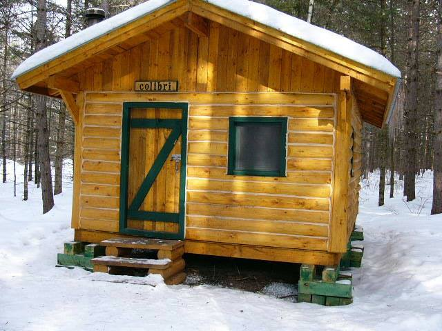 Rustic Camp, Mont-Ham: Enjoy the unforgettable experience of a night in one of our rustic cabins. Available year round. Breakfast included!