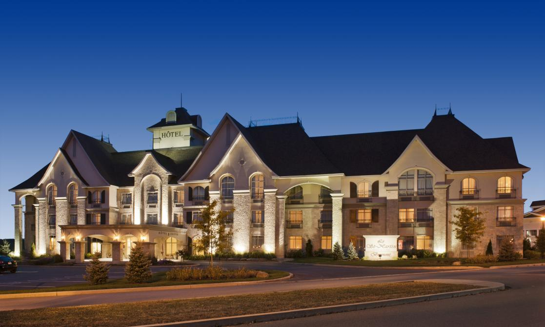 "Front façade: <a href=""http://www.hdmedia.fr/visite-virtuelle/hd/cbpwfpIOg-hotel-st-martin-bromont.html"" target=""_blank"">Access to the virtual visit!</a>"