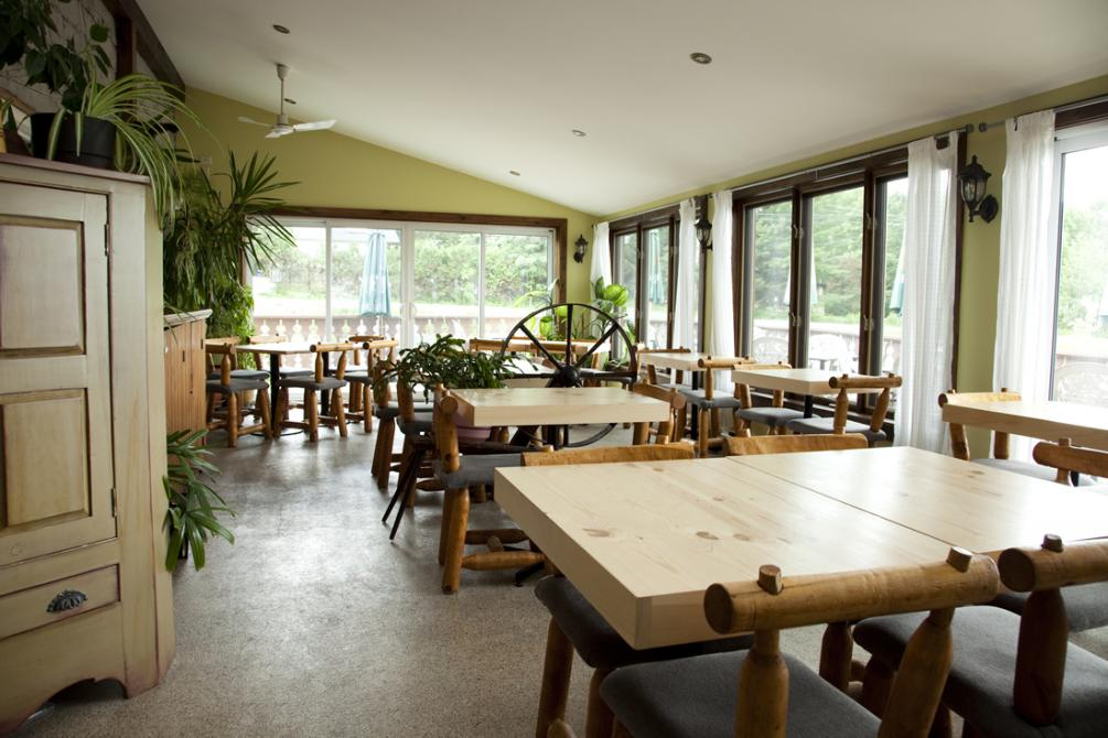 Restaurant: Sunroom