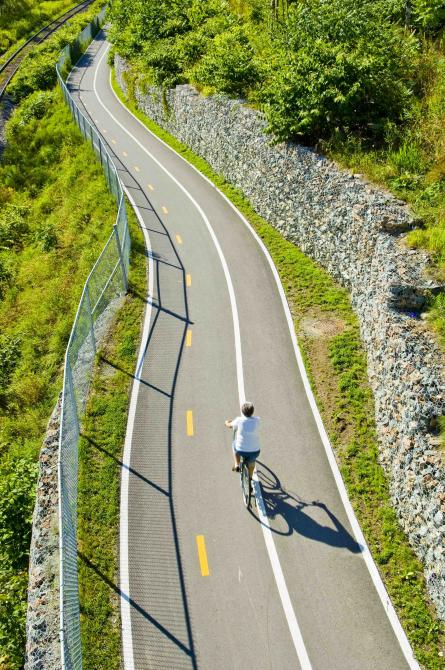 Cycling on the Axe de la Magog network: