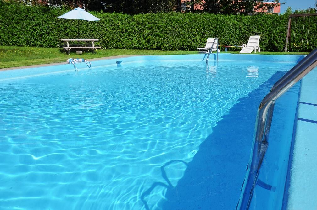 Hôtellerie Jardins de Ville: Cool off during the summer at our exterior pool!