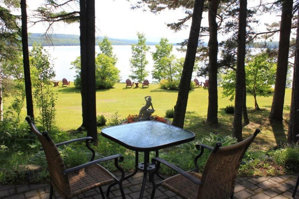 Les Victorines du Lac: Inn on the shore ok the lake Mégantic