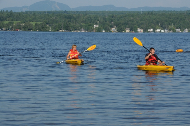 kayak: 