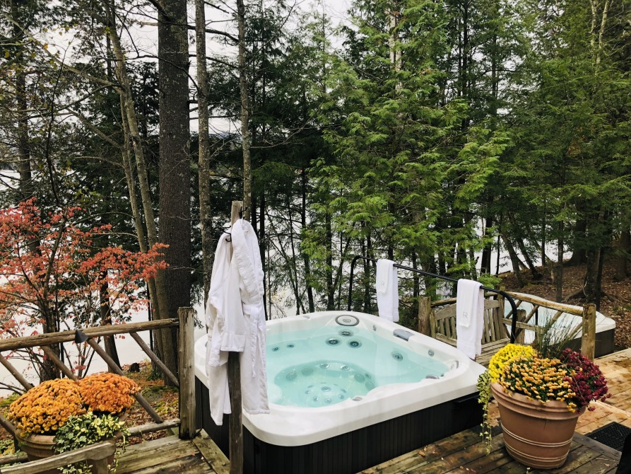 Ripplecove - Hotel & Spa on the lake: Exterior hot tubs
