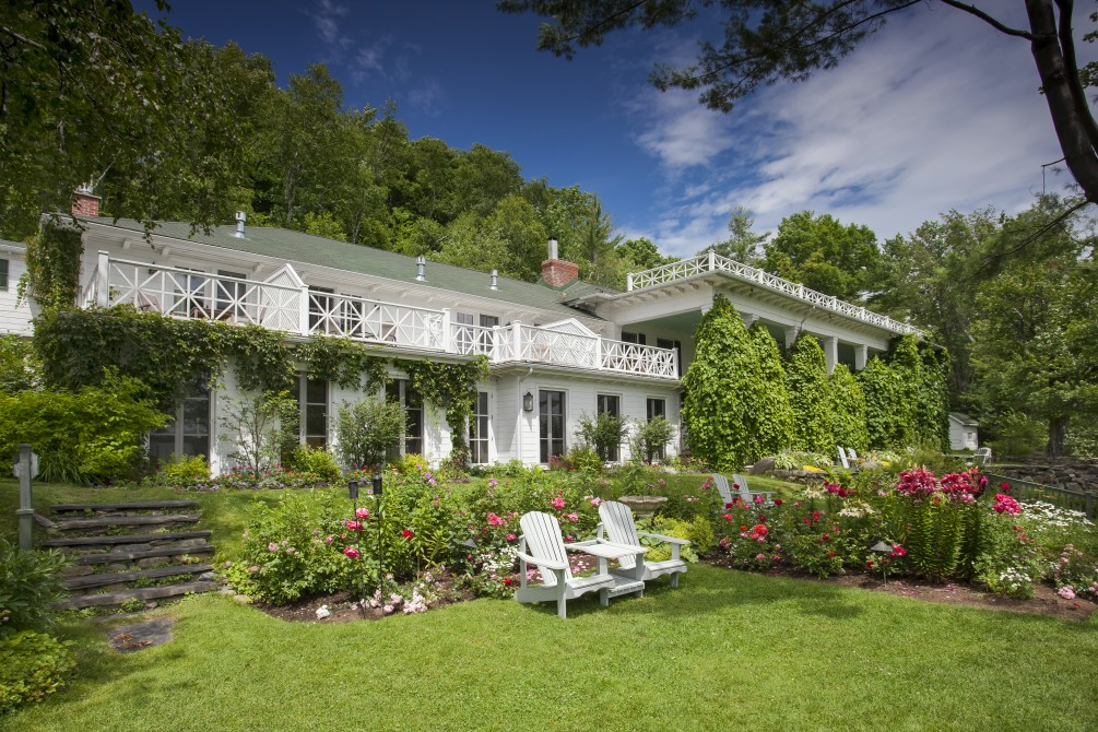 Manoir Hovey: Property front, gardens