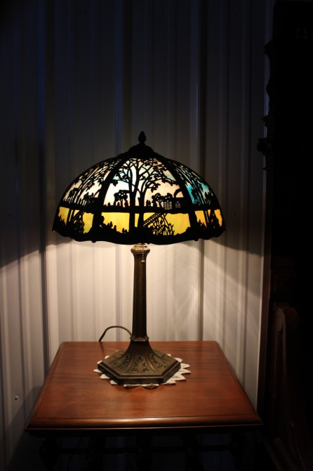www.commedansltemps.com: We buy and sell great antique light fixture and lamp