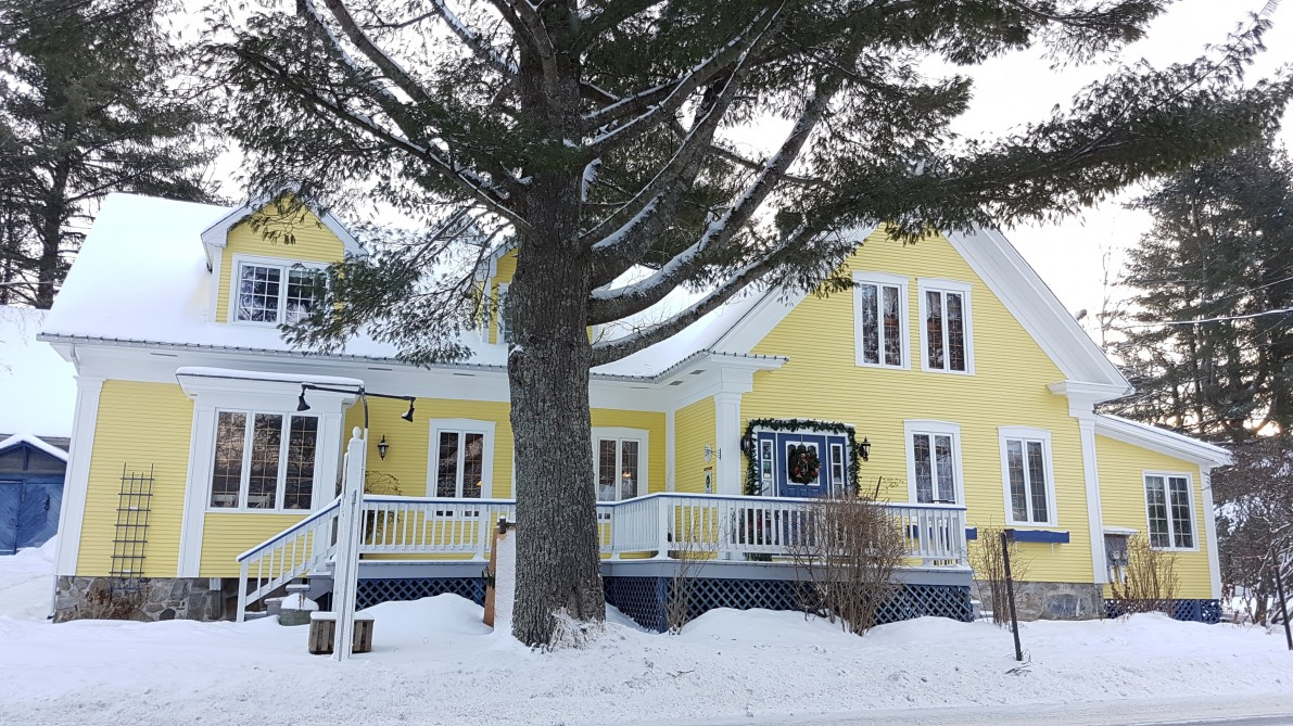 Boisé Rivière B&B: Our beautiful B&B during winter time