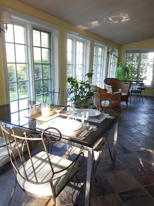 Sunroom: Bright sunroom where our breakfast our served