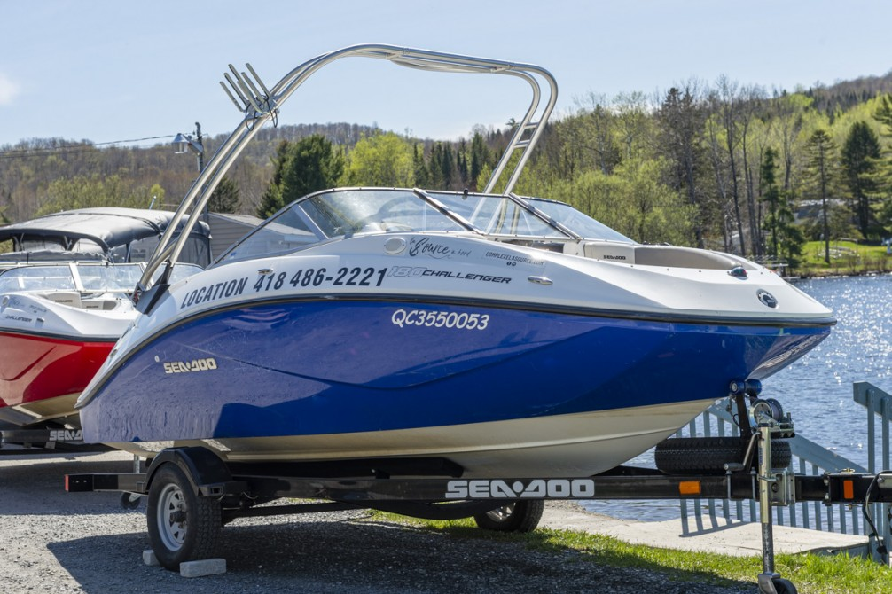 La Source à Bord: 18 Feet Sea-Doo Challenger Boat, who accomodated 8 people